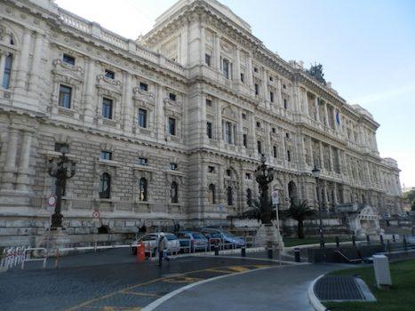 Delitto Meredith, la Cassazione annulla l'Appello: Amanda e Raffaele di nuovo a processo