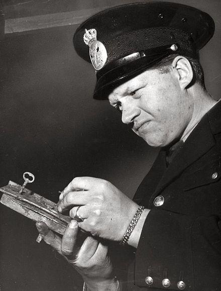 Archivi di CN: Tore Hedin, il poliziotto che indagò su sé stesso.